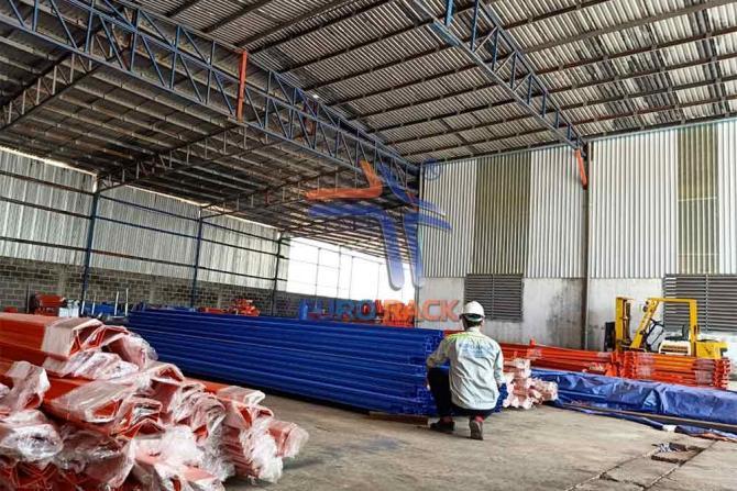 Đóng gói và vận chuyển kệ selective và pallet mạ kẽm cho công ty sản xuất thuốc và thức ăn chăn nuôi